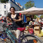 Erfolgreiche Vermittlung - glückliche neue Radbesitzerin am Radflohmarkt Obkirchergasse (CC) Radeln in Döbling