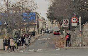 Schulweg in der Hofzeile verbreitern und Rad-Lückenschluss ermöglichen